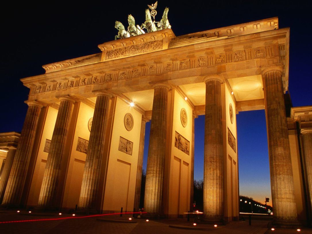 brandenburg-gate-dusk-berlin-germany