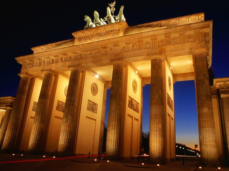 brandenburg-gate-dusk-berlin-germany